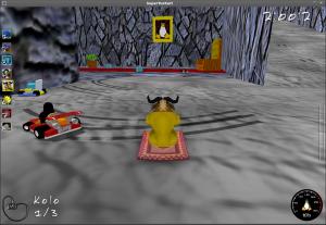Trať: Pevnost magma. GNU se dívá na jeden z portrétů krále Tuxe